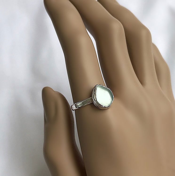 Ring i silver med glas från havet, turkosa aqua glas.