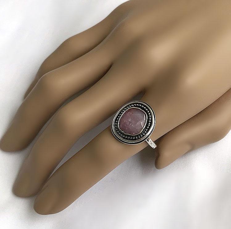 Silverring med rosa genuin safir sten. Ring med stor safir.
