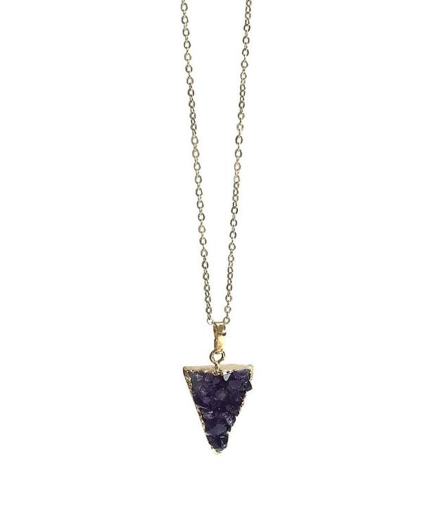 Halsband med trekantig Ametist sten