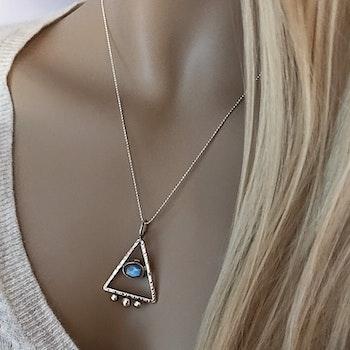 Silverhalsband med Pyramid