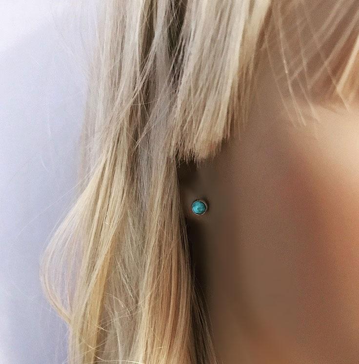 Små silverörhängen med turkosa stenar, äkta turkos.
