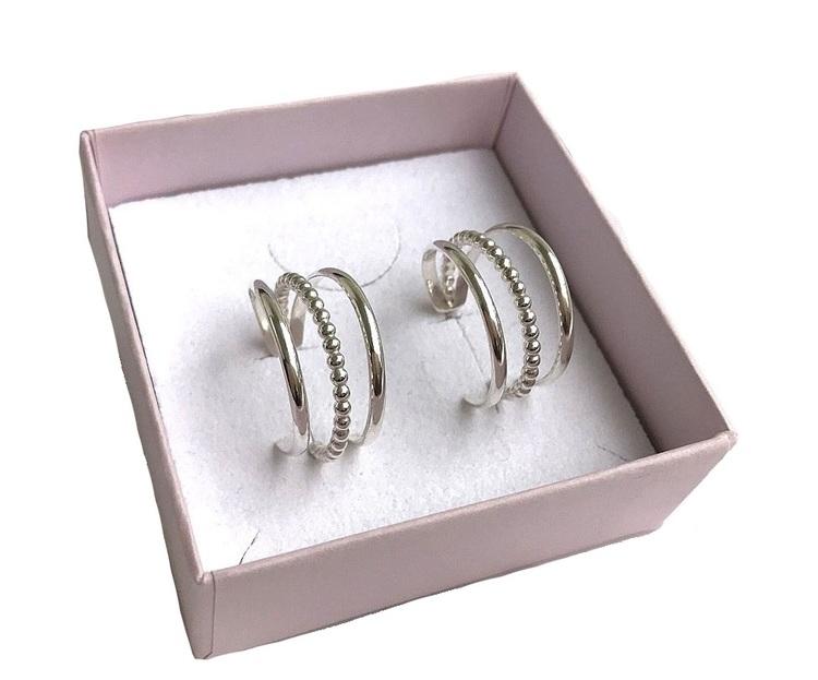 Örhängen i silver hoops, creol örhängen 3 i ett örhänge.