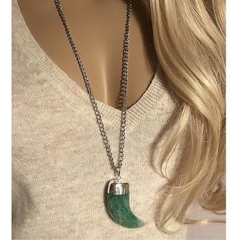 Halsband med stor grön ädelsten