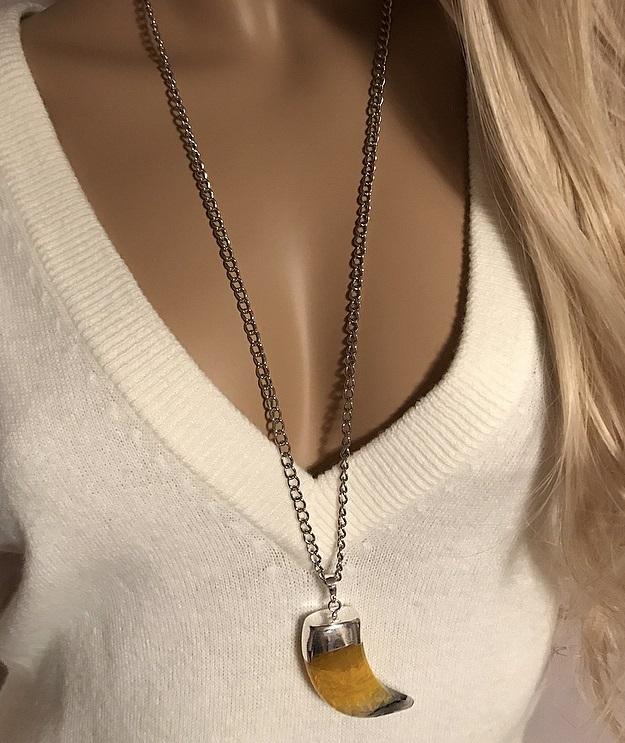 Halsband med stor kedja och gul sten, agat sten.