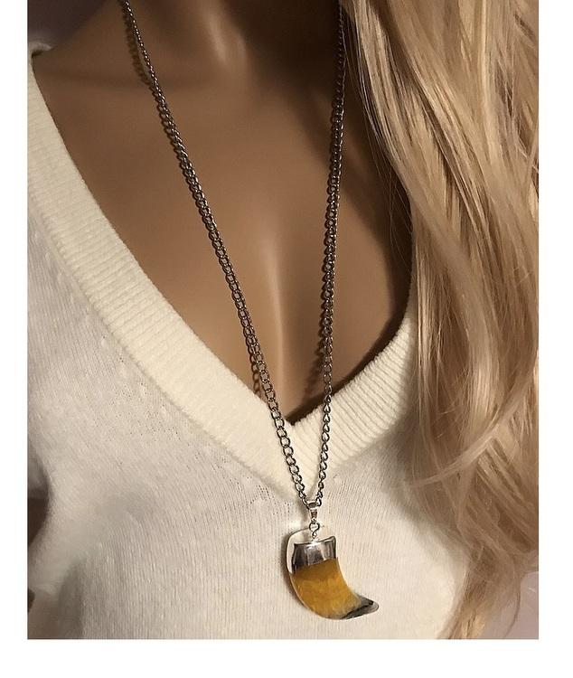 Långt halsband med gult hänge, gul agat sten.