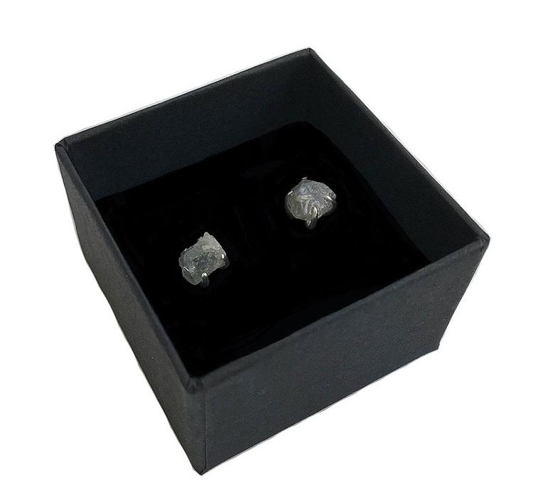 Silverörhängen grå safir. Örhängen med rå safir sten äkta silver.
