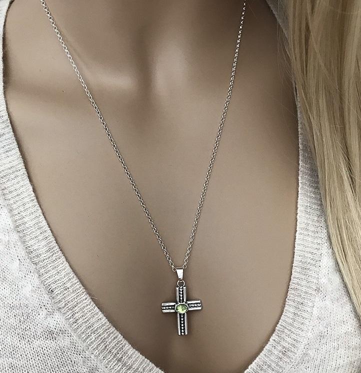 Peridot halsband med kors äkta silver