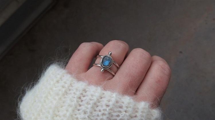 Ring med labradorit sten silver