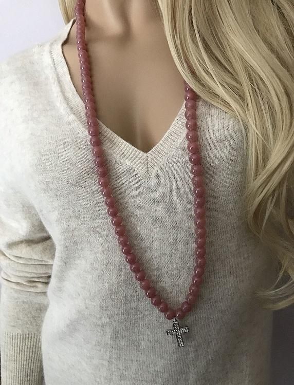 Korshalsband med stora pärlor
