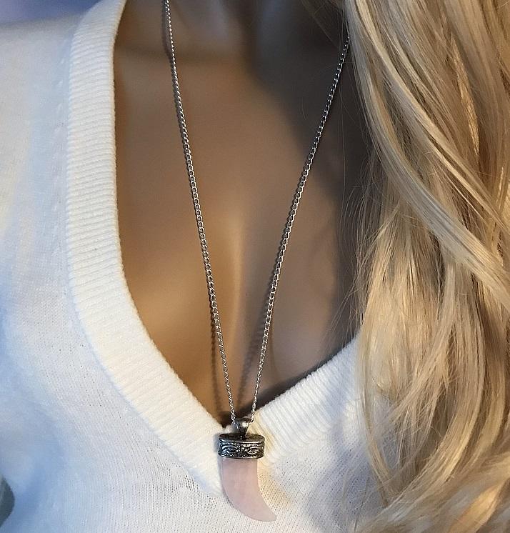 Långt rosenkvarts halsband med stor sten