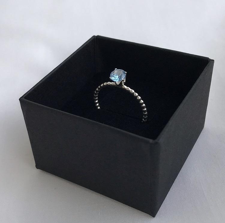 Äkta silverring med blå sten
