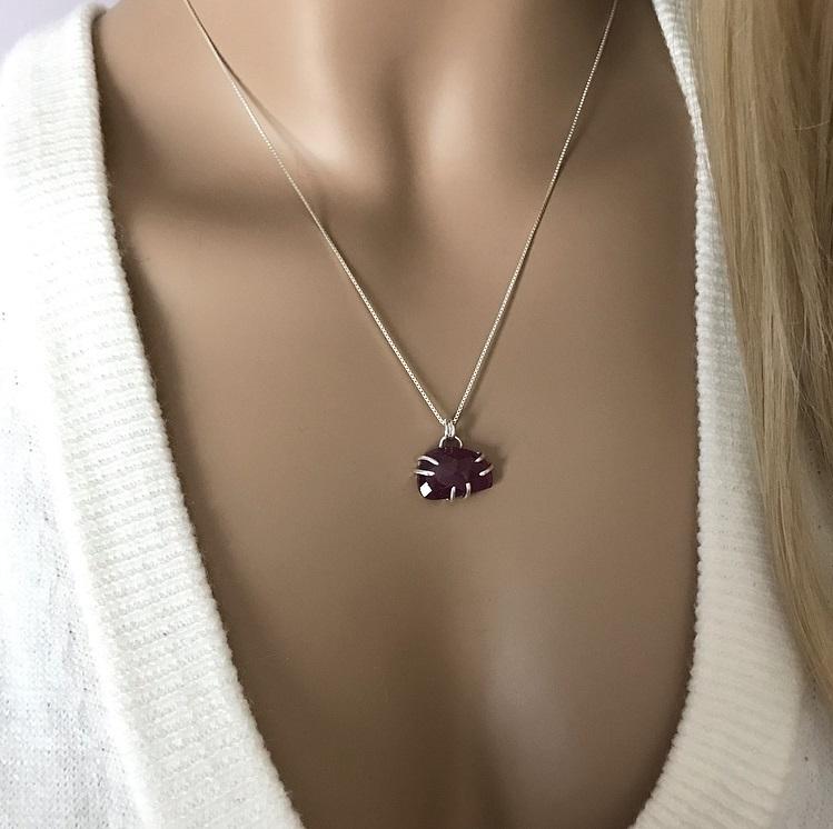 Silverhalsband rosa safir sten