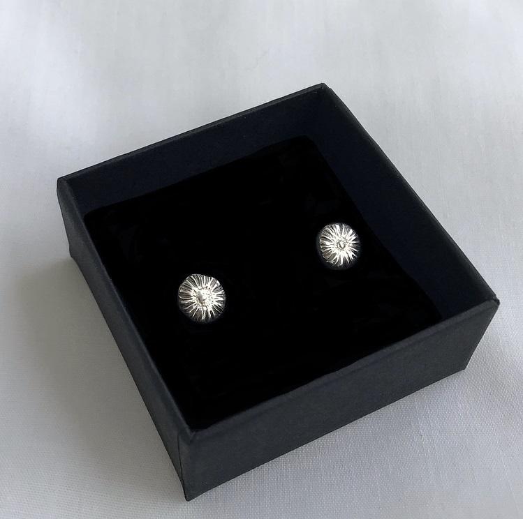 Örhängen små blommor silver