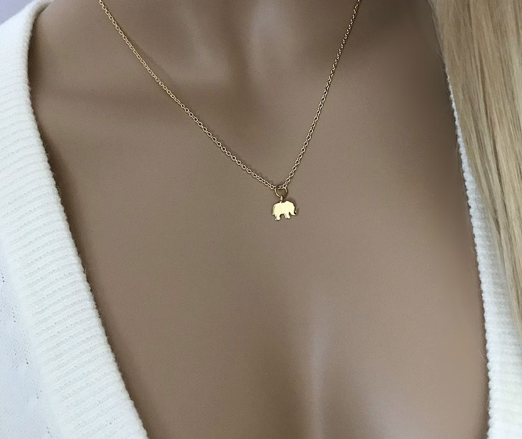 Guldpläterat halsband med liten elefant