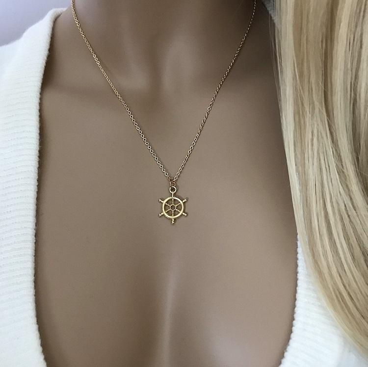 Guldpläterat halsband med liten roder