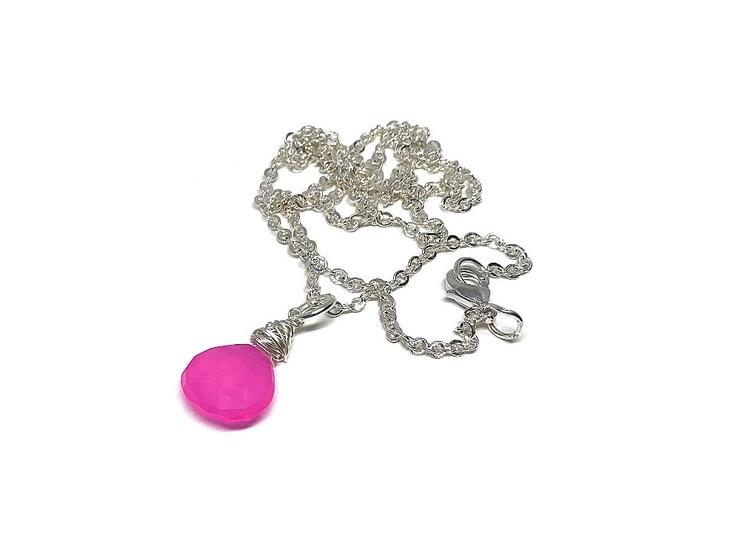 Halsband med neonrosa sten