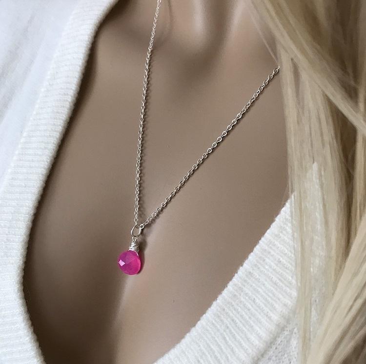 Silverpläterat halsband med kedja och rosa sten