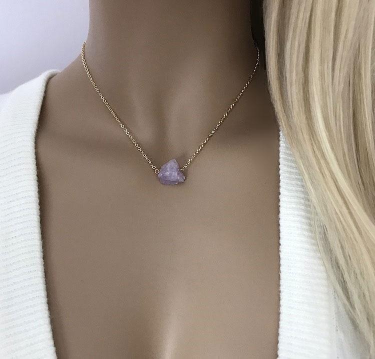 Halsband liten rå ametist sten