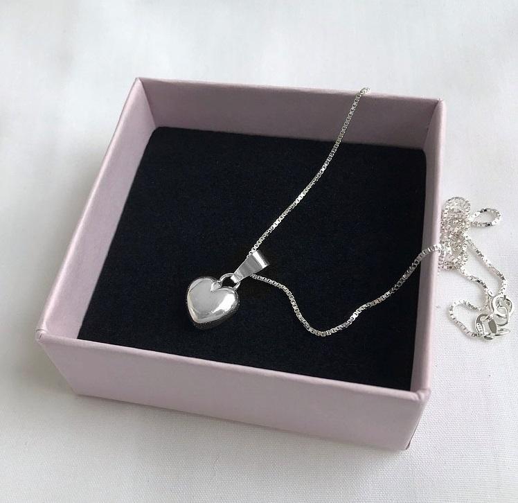 Halsband i silver hjärta