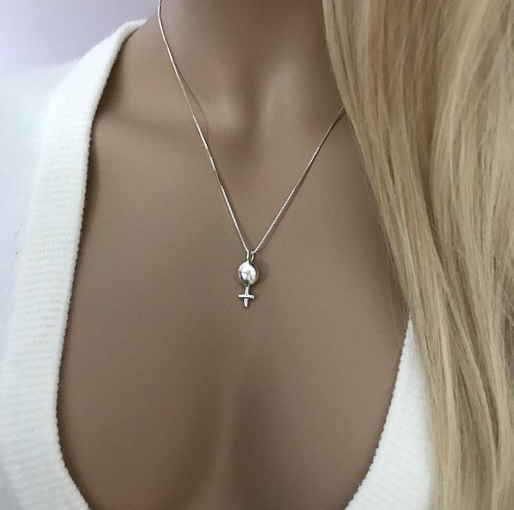 Halsband kvinna symbol silver