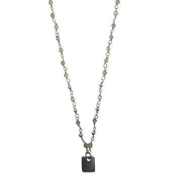 Silverhalsband med gröna stenar