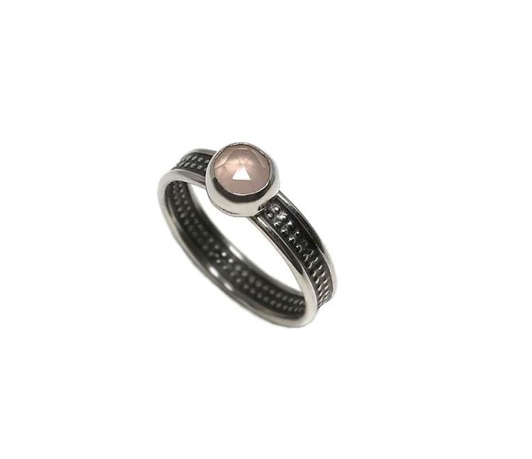 Ring med rosa kalcedon sten silver