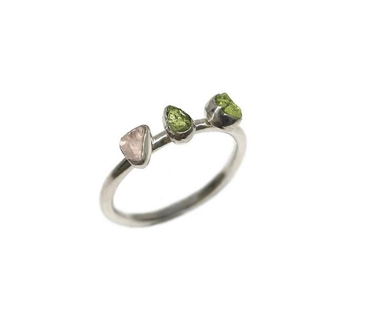 Trestensring peridot och rosenkvarts stenar silver