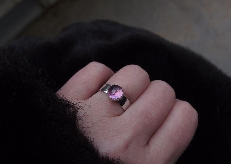 Ring med rosa safir sten