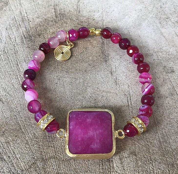 Armband ceriserosa stenar jade och agater