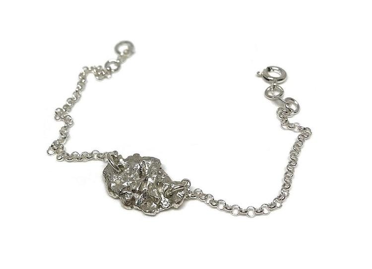 Armband i silver rustikt