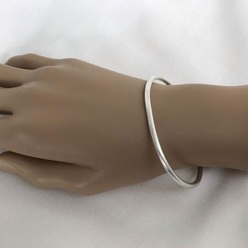 Cuff armband matt yta silver
