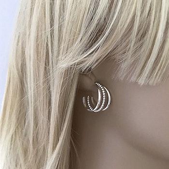 Silverörhängen hoops