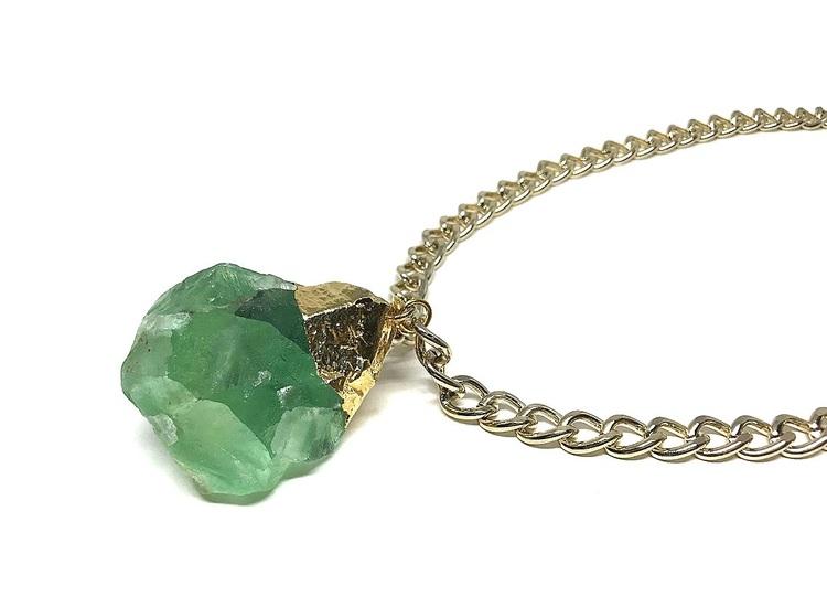 Guldpläterat halsband med fluorit sten