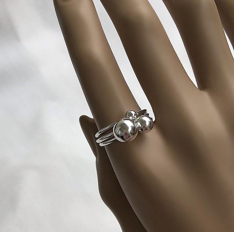 Ringar i äkta silver med kula