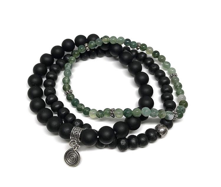 Set med pärlarmband gröna och svarta