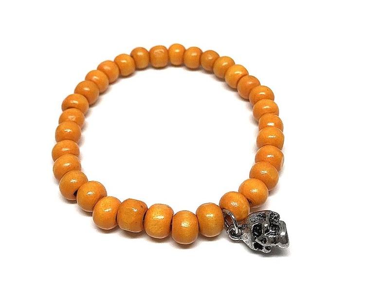 Orange armband i trä
