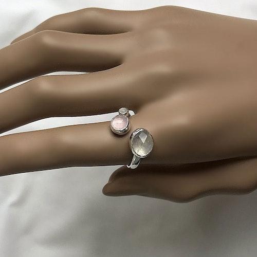 Regnbågsmånsten och rosa Kalcedon ring