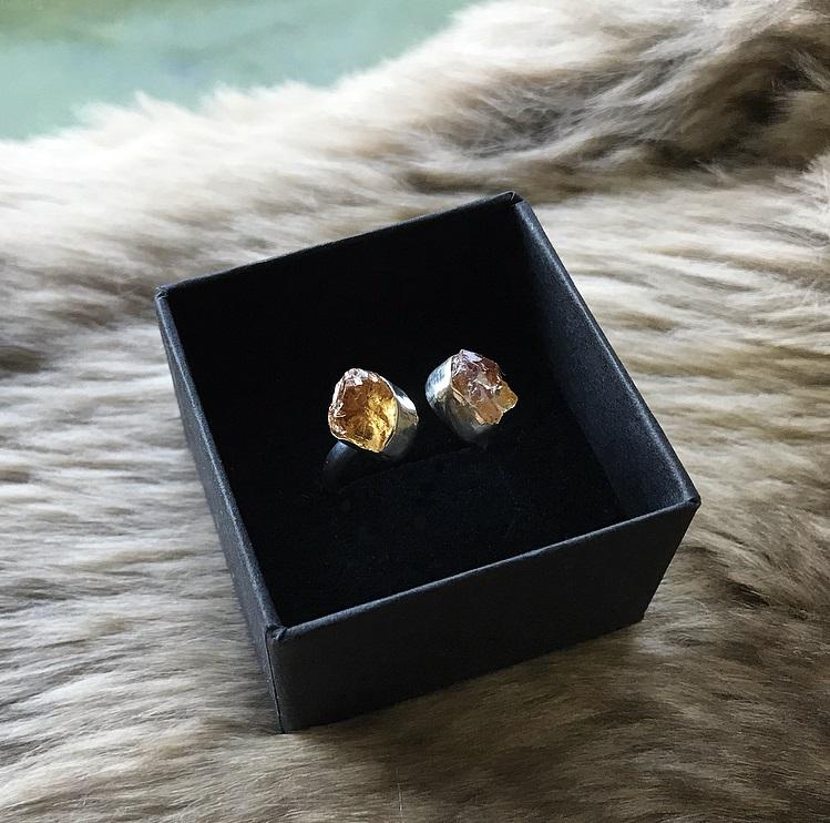 Citrin ring med råa stenar silver