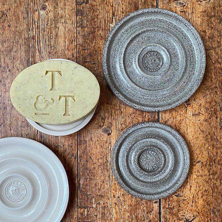 "Tvålfat ""Echo"" i keramik"