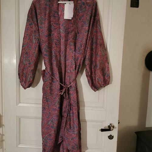 Kimono lång  rosamönstrad