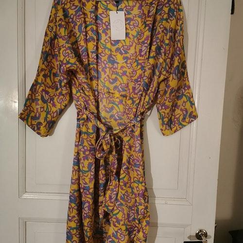 Kimono - kort gulmönstrad