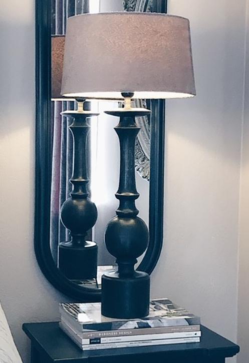 MOLLY LAMPFOT - TRÄSVART - 61 CM