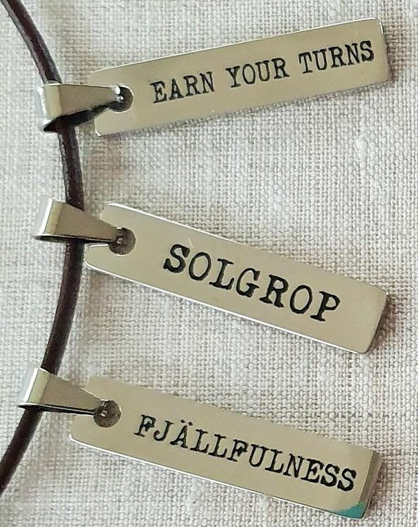 Solgrop-berlock med läderband