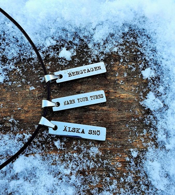 Älska Snö berlock med läderband