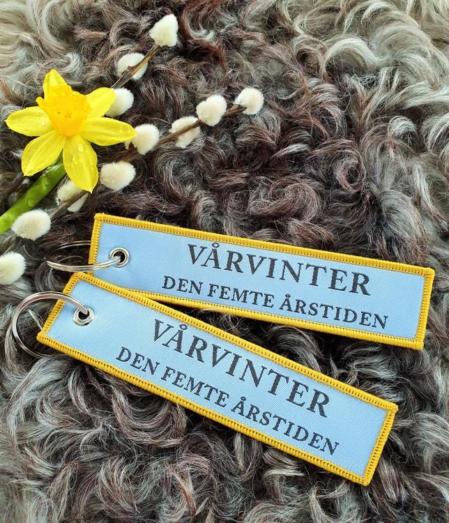 VÅRVINTER DEN FEMTE ÅRSTIDEN  Nyckelring/tag
