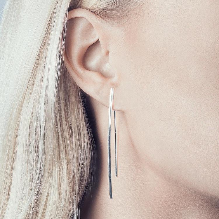 Simple långt örhänge