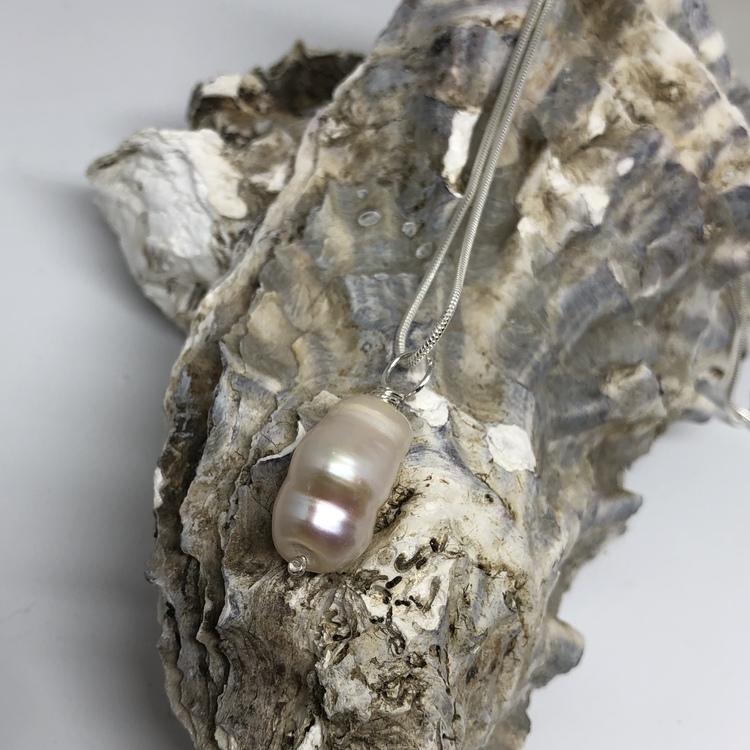 Halsband med barockpärla