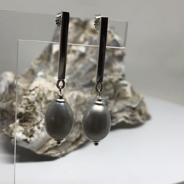 Pärlörhängen grå