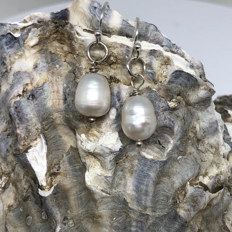 Pärlörhänge vit sötvattenpärla på krok