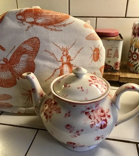 Farmhouse Tea Cosy Insects/ Te huven Insekter